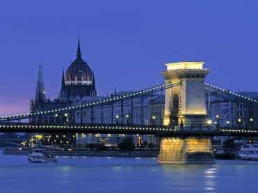 Chain-Bridge-Budapest-Hungary
