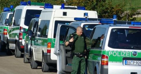 polizei-razzia bei 12 staemmen